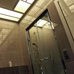 Ванная со сложным светом